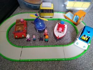 Peppa Pig small vehicles and track bundle playset, travel fun