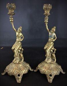 Belle paire de bougeoirs chandelier milleu XX de style antique en laiton massif