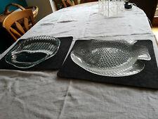 Zwei ausgefallene Servierplatten aus Glas