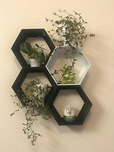 Hexagon Shelf - 4 pc (1 White 3 Black) mixed
