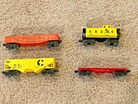 Lot Of 4 1970s Lionel Train Cars Rolling Stock O Gauge Hoppers, Caboose, Flatbed
