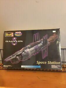 1998 Monogram Babylon 5 Deluxe Model Kit OOP Factory Sealed