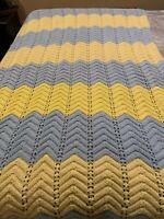"VINTAGE Handmade Beautiful Chevron Knit Afghan Blanket Throw  77""x50"" EUC SB"