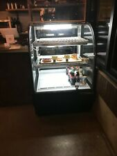 """True Tcgr-31 31-7/8""""W Curved Glass Refrigerated Bakery Case - Black - 16.5 cu.ft"""