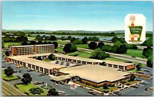 East Springfield, Illinois ROUTE 66 Roadside Postcard HOLIDAY INN MOTEL c1960s