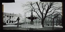 Verre panoramique 8,5x17cm : Fontaine des Champs Elysées l'hiver , vers 1898