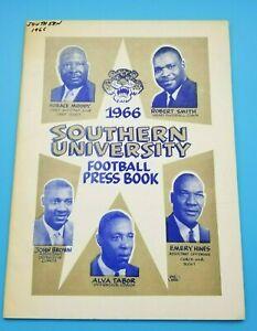 SOUTHERN UNIVERSITY JAGUARS - COLLEGE FOOTBALL MEDIA GUIDE - 1966 - PETE BARNES