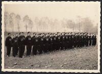 YZ3303 Squadra di militari con tuta SAA agli attenti - 1940 Fotografia d'epoca