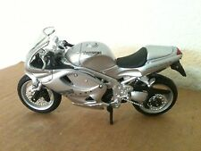 "MAISTO TRIUMPH 955i DAYTONA MOTORCYCLE DIE CAST 4.5"" L 1:18"