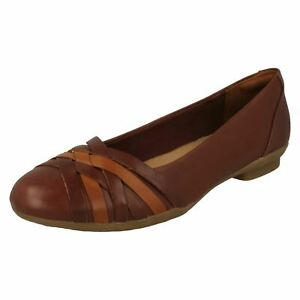 Ladies Clarks Sara Clover Cross Over Detailed Slip On Shoes