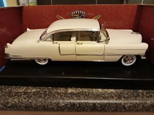 1:18 Cadillac Fleetwood 1955, by Greenlight, Series 60 Special, White.
