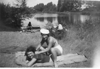 DL991 Photographie photo vintage snapshot amies lesbian int. herbe repos