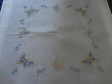 Tischdecke Mitteldecke Handarbeit 80 x 80 cm bestickt Frühling Schmetterlinge