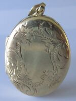 9ct Gold Locket - 9ct Yellow Gold Engraved Floral Patterned Pendant