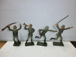 Konvolut 4 alte Lineol Massesoldaten kämpfend / stürmend zu 7.5cm