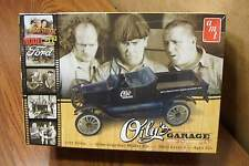 """AMT THE THREE STOOGES 1925 FORD MODEL """"T"""" .. OILY'S GARAGE 1/25 SCALE MODEL KIT"""