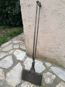 Ancien grand et joli gaufrier en fonte et fer forgé . Art populaire