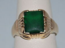 10k Gold ring with an Emerald(May birthstone) and beautiful design
