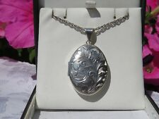 VINTAGE 1970s  LARGE ENGRAVED SILVER  LOCKET 5 cm X 3 cm & HEAVY SILVER CHAIN