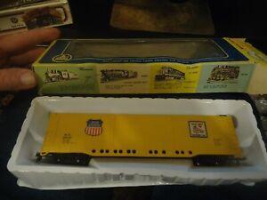 AHM 5270-04 HO Scale Union Pacific All Door Box Car in original box