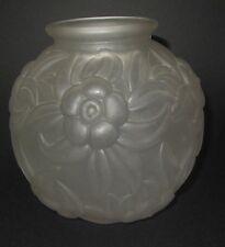 ANCIEN VASE BOULE VERRE blanche ART DECO MOTIF fleurs EPOQUE 1930