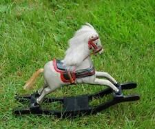 Old Miniature En Bois Arc cheval à bascule Magnifiquement sculpté