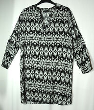 BLACK WHITE GEOMETRIC TOP BLOUSE TUNIC SIZE 12 ATMOSPHERE CASUAL