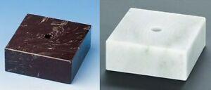Marmorsockel (schwarz oder weiß) in verschiedenen Größen erhältlich