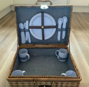 Small Wicker Picnic Basket, Set of 4.