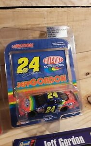 Jeff Gordon #24 DuPont Retro Rainbow NASCAR 2004 Action Die cast 1:64 Stock Car