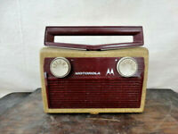 1950's Motorola Model 5P31A Portable Tube AM Radio with Bakelite Handle & Face