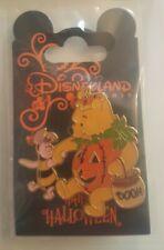 Pin's Disney HALLOWEEN DISNEYLAND PARIS -  WINNIE PIGLET