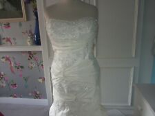 Alfred Angelo Fairytale collection wedding dress. Ivory size 14 lge seam)