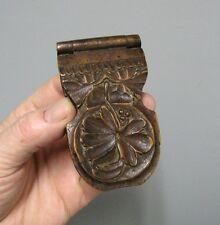 Porte montre à gousset. Boite en bois sculpté. Art populaire
