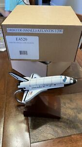 Executive Series E4520 NASA Orbiter Atlantis 1-200 Scale Museum Quality Display