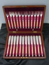 Couverts poisson metal argente anglais 12 couteaux 12 fourchettes