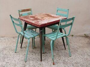 Authentique table bistrot Tolix, carrée, pieds compas + quatre chaises Tolix