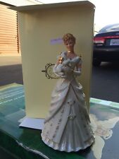 LENOX 2005 annual CLASSIC Figurine A HOME FOR CHRISTMAS New in Box