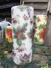 CHRISTMAS TRADITIONAL WREATH HAND DECORATED PILLAR CANDLE 90hrs 18x6.5cm
