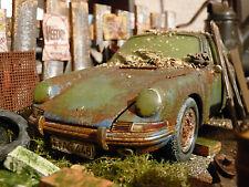 Porsche 901 Bj.1964 - Oldtimer Scheunenfund Diorama im Maßstab 1:18 CMC M067D