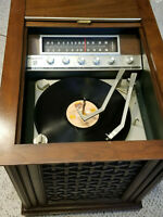 1970's VINTAGE MAGNAVOX Micromatic SOLID STATE Record Player + Record CLEANER