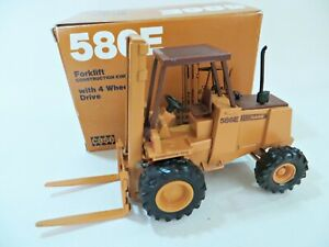 CONRAD 2993 'CASE 586E FORKLIFT CONSTRUCTION KING, 4 WHEEL DRIVE' 1:35. BOXED