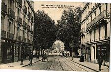 CPA  Nantes - Rue de Strasbourg prés la Place du Port-Communeau   (222937)