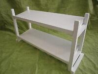 ZAPATERO de madera, dos estantes. Lacado en blanco. 86 cms. largo