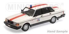 Minichamps 155171492 - VOLVO 240 GL - 1986 - POLITIE BELGIUM 1/18