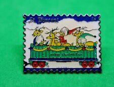 Pin's lapel pin Pins Timbre St VINCENT Mickey's Christmas train riri fifi Loulou