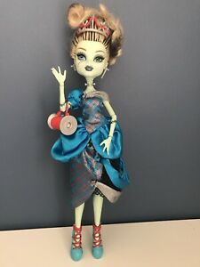 Monster High - Frankie Scarily Ever After Threaderella - With Outfit, Shoes, Bag