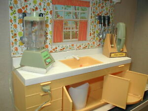 Vtg Ideal Kitchen Center Mini Matic 1970 Doll House Complete & Battery Operated