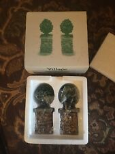 DEPT 56 52649 STONE CORNER POSTS WITH HOLLY TREE