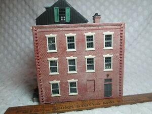 """Vtg HO Scale 3 Story Weathered Brick Building 5.5 """" X 3.4"""" Foot 6"""" Tall nr"""